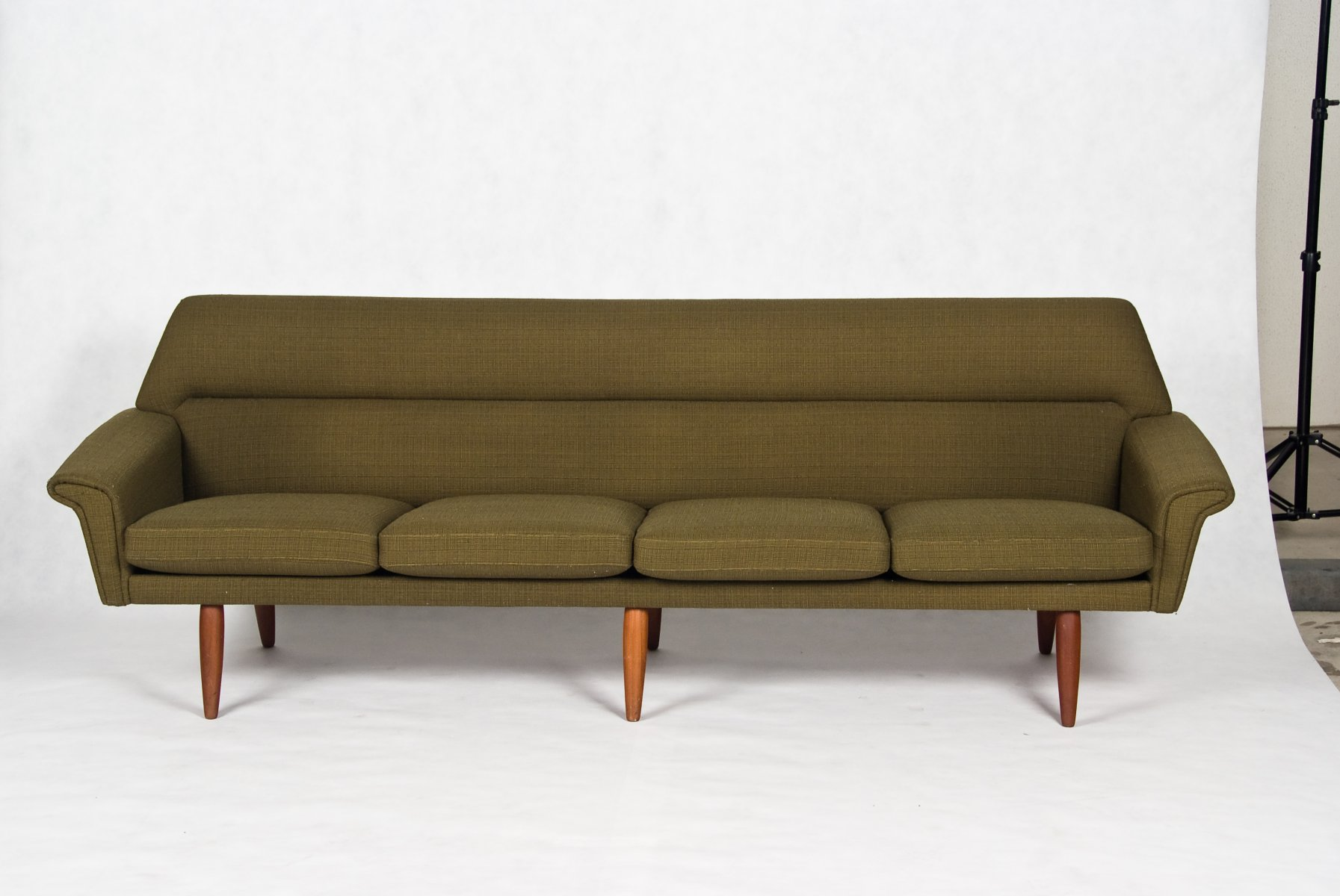 Danish 1960s fabulous 4 seater sofa 6 teak legs for Sofa 6 seater