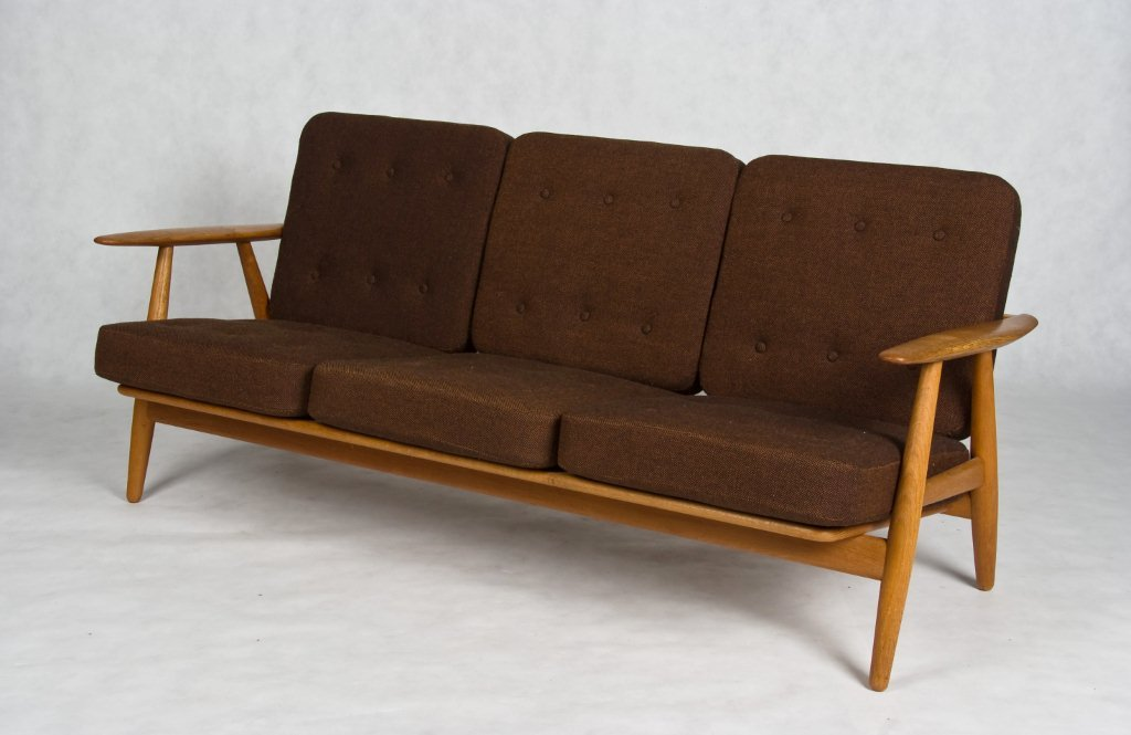 hans wegner 3 seater sofa cigar sofa. Black Bedroom Furniture Sets. Home Design Ideas